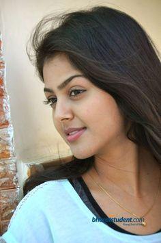 Beautiful Lips, Beautiful Girl Indian, Beautiful Saree, Beautiful Indian Actress, Cute Beauty, Beauty Full Girl, Dark Beauty, Beauty Women, Poonam Dhillon