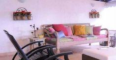 Sofá com almofada colorido