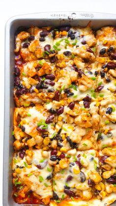 zapiekanka enchilada z kurczakiem Vegetarian Recipes, Cooking Recipes, Healthy Recipes, Good Food, Yummy Food, Baked Chicken Recipes, Food Inspiration, Appetizer Recipes, Pizza Hut
