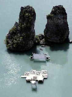 泰國的水上漂浮電影院!應該也是有錢人的玩意兒吧?