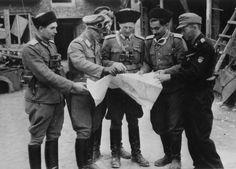 SS-Sturmbrigade RONA. Ihr Kommandant war der Generalmajor der Waffen-SS Bronislaw Kaminski. Er wurde nach Generaloberst Heinz Guderians Memoiren wegen seiner Gräueltaten bei der Niederschlagung des Warschauer Aufstands 1944 und der Massaker von Wola und Ochota samt seinem Stab standrechtlich erschossen.
