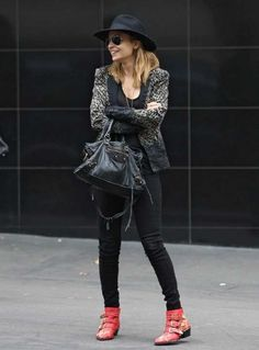 la modella mafia Model Street Style Chic - boho Nicole Richie in a wide brimmed hat and Chloe red studded boots Susanna Boots, Nicole Richie, Modell Street-style, Fashion Mode, Fashion Trends, Fashion Beauty, Chloe Boots, Zara, Shoes
