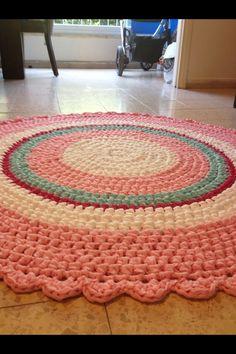 Crochet carpet for girl's room