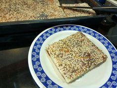 Υλικά  300 γρ αλεύρι για όλες τις χρήσεις  400 γρ γάλα  200 γρ Βιτάμ μαλακό (όχι λιωμένο)  4 αυγά  250 γρ τυρί  αλάτι-πιπέρι   φρυγανιά ...
