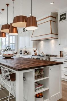 97 excellent Modern Farmhouse Kitchen Design - When choosing a color scheme for your kitchen layout online, you want to take it into account. Just a kitchen layout necessitates imagination in thinking Copper Kitchen Accents, Rose Gold Kitchen, Kitchen White, Best Kitchen Designs, Modern Kitchen Design, Luxury Kitchens, Home Kitchens, Kitchen Decor Themes, Kitchen Ideas