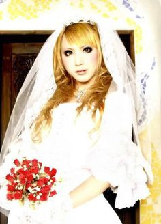 What a beautiful Gurl, doesn't he make a pretty bride.............