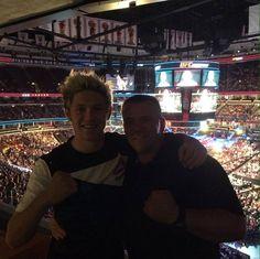 Mark Jarvis publicó esta foto junto a Niall en su cuenta de Twitter.