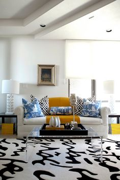 florentina print pillows + pattern mixing.... love this rug