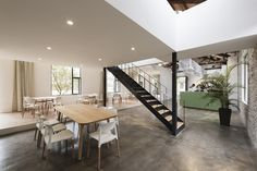 Several entrepreneurs in Guizhou Province, China, decided to join efforts to rehabilitate an old printing plant that was built in the 1950s. They challenged the creative team at FON Studio to...