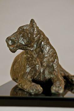 Leona, bronce a la cera perdida, 18x40x20cm, 2009.  www.duchini-zurbaran.com.ar