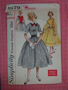 Vintage Pattern 1960's Simplicity No2179 Dress by auntnonniesnest