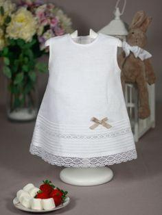 b0c76fe5c Vestido lino blanco con encajes Paz Rodriguez de Bebe