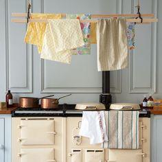 Aga w/laundry rack, piano, piano cuisson, cuisine Aga Kitchen, Grey Kitchen Cabinets, Rustic Kitchen, Country Kitchen, Vintage Kitchen, Kitchen Decor, Kitchen Design, Kitchen Ideas, French Kitchen