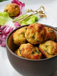 CHIFTELUTE DIN PIEPT DE PUI LA CUPTOR | Rețete Fel de Fel Healthy Diet Recipes, Healthy Meal Prep, Baby Food Recipes, Chicken Recipes, Cooking Recipes, Healthy Food, Tapas, Good Food, Yummy Food
