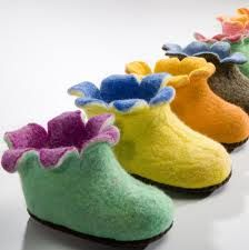Oh how I love the adorable children's slippers from Satch and Sol. But more importantly, my daughters love them. They don't know that these soft slippers Soft Slippers, Kids Slippers, Felted Slippers, Crocheted Slippers, Felt Booties, Felt Shoes, Baby Booties, Felt Diy, Felt Crafts
