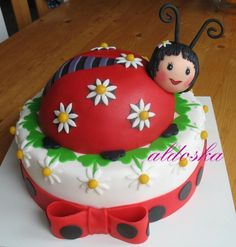 Ladybug Cake cute variation on the one that I normally make. Must recommend… Cupcakes, Cupcake Cakes, Gorgeous Cakes, Amazing Cakes, Ladybug Cakes, Ladybug Party, Just Cakes, Novelty Cakes, Fancy Cakes