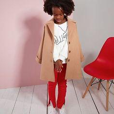 Für den Mini-Me Look ❤️ Camelfarbener Mantel von @milkandbiscuitcrumbs #selectedbyluna . . . #milkandbiscuitcrumbs #kindermodemagazin #lunamagazin #modefürkinder #kindermode #fashionforkids #kidsfashion #ootdkids #minime #partnerlook #twinning