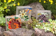 Garden Glass Block Light: Light up the garden with these whimsical lights made from glass blocks and powered by Christmas lights. The hardest part of this project is drilling a hole in the glass block! The mosaic can be as simple or intricate as you like. Mosaic Crafts, Mosaic Projects, Mosaic Art, Mosaic Glass, Stained Glass, Garden Crafts, Garden Projects, Craft Projects, Craft Ideas