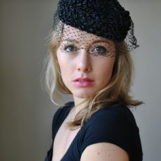 NEW vintage 1940s 50s STYLE BLACK Pillbox Veil Hat Races Wedding Face Net netted fascinator pill box sinemay hat rose feather dita von tees.