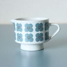 Arabia, Veera kermakko, Esteri Tomula Retro Print, Pattern Ideas, Scandinavian Design, Vintage Kitchen, Cup And Saucer, Finland, Retro Fashion, Coffee Cups, Tea Pots