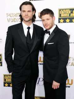 Jared Padalecki Jensen Ackles Supernatural Why are babies tough for grown men Jared E Jensen, Jensen Ackles Jared Padalecki, Supernatural Tv Show, Supernatural Twitter, Jared Padalecki Brother, Supernatural Pictures, Winchester Brothers, Dean Winchester, Grown Man