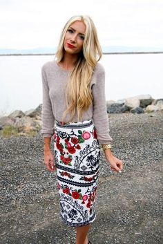 OMG I adore this skirt. Especially because it's a bit longer. I would prefer to wear it during winter with black I think.