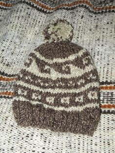 Jacquard knitted hat. Gorro tejido con jácquard.