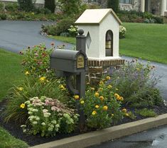 30 Best Stunning Mailbox Landscaping Designs to Change the Overall Look of Your Front Yard Mailbox Garden, Diy Mailbox, Mailbox Landscaping, Garden Boxes, Landscaping Tips, Mailbox Ideas, Garden Landscaping, Garden Ideas, Mailbox Post