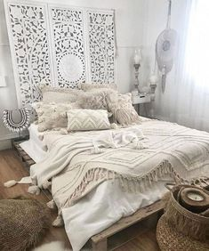 Bohemian Bedroom Decor Ideas - Find the most effective Bohemian Room Styles. Discover how to offer your bedroom a boho touch. Bohemian Room, Bohemian Bedroom Decor, Bedroom Inspo, Home Bedroom, Bedroom Ideas, Bedroom Apartment, Moroccan Bedroom Decor, Master Bedroom, Bohemian Apartment