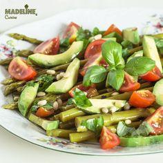O salata poate fi gustoasa, satioasa si energizanta. Poate fi hrana pentru trup si suflet. Ca aceasta salata de sparanghel.
