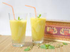 Lassi de mango #receta #recetasMycook Lassi, Smoothies, Glass Of Milk, Cantaloupe, Pudding, Fruit, Drinks, Cooking, Desserts