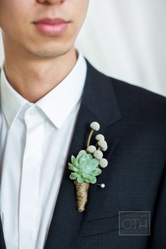 succulent and twine boutonniere Photography: Christian Oth Studio Wedding Groom, Chic Wedding, Floral Wedding, Wedding Bouquets, Wedding Flowers, Dream Wedding, Wedding Things, Wedding Cake, Groomsmen Boutonniere
