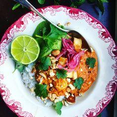 Fast tikka masala with black beans, halloumi, and carrots. Easy Healthy Recipes, Raw Food Recipes, Veggie Recipes, Vegetarian Recipes, Healthy Food, Love Food, A Food, Halloumi, Food Inspiration