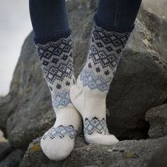 Sokker - Viking of Norway Loom Knitting, Knitting Socks, Knitting Designs, Knitting Patterns, Fluffy Socks, Argyle Socks, Drops Patterns, Sock Toys, Wool Socks