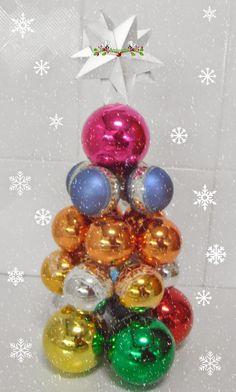 Árbol de Navidad hecho con bolas