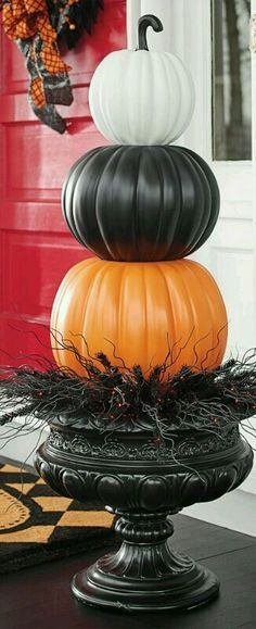 Halloween Crafts - Put a designer spin on decorating with gourds. Our Halloween Stacked Pumpkins are both witty and stylish. Halloween 2018, Halloween Projects, Holidays Halloween, Spooky Halloween, Halloween Pumpkins, Happy Halloween, Halloween Party, Fake Pumpkins, Outdoor Halloween