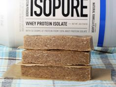 Making your own protein bars is easier than you think, and the flavor varieties are endless! (recipe courtesy of @proteincakery)