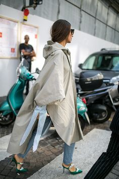 WWD went off the runways and onto the streets and sidewalks for the best street style looks from Milan Fashion Week Spring/Summer Cool Street Fashion, Love Fashion, Womens Fashion, Fashion Design, Iranian Women Fashion, Style Snaps, Milan Fashion Weeks, Street Style Looks, Mode Inspiration