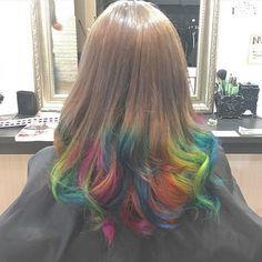 WEBSTA @ maaa_a0g - .前回に引き続きマニパニカラー❤️色落ちしたのも復活でテンションあがる。#hairstyle #haircolor #ヘアー #派手髪 #マニックパニック #マニパニ #カラフル #ヘアマニキュア #ブルー #イエロー #ピンク #オレンジ #ヘアカラー #名古屋 #美容室 #美容院 #クオーレガーラ #美容学生 #レインボー #巻き髪 #❤️ # # やっぱり派手髪やめられない.