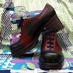 PLATFORM SHOES - I had a pair similar to these. How did I manage to play football in these? Seventies Fashion, 70s Fashion, Vintage Fashion, Vintage Shoes, Vintage Men, Vintage Outfits, Me Too Shoes, Men's Shoes, 70s Shoes