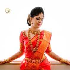 Where to Hire South Indian Wedding Jewellery Online! Bridal Sarees South Indian, South Indian Bridal Jewellery, Indian Bridal Outfits, Indian Bridal Fashion, Indian Wedding Jewelry, Bridal Jewelry, Kerala Saree Blouse Designs, Wedding Saree Blouse Designs, South Indian Wedding Hairstyles