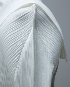 """strutlondon: """" Top, Pleats please by Issey Miyake """" Textile Pattern Design, 3d Pattern, Fabric Design, Fabric Art, Patterns, Couture Details, Fashion Details, Fashion Now, Fashion Dresses"""