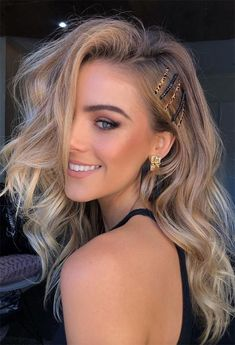 Messy Dark Blonde Hair Pins blondehair darkblonde ❤ Try out our stunning ideas of dark blonde hair and get inspiration for great changes and new life to slay in the New Year of ❤ lovehairstyles hairideas shoulderhair mediumhair 640707484470933866 Blonde Hair Colour Shades, Dark Blonde Hair Color, Dyed Blonde Hair, Hot Hair Colors, Blonde Hair Looks, Hair Color Balayage, Cool Hair Color, Hair Dye, Medium Length Hair Blonde