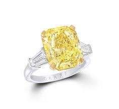 Le diamant jaune de Graff http://www.vogue.fr/mariage/bijoux/diaporama/bague-de-fiancailles-solitaire-diamant-jaune-graff-diamonds-mariage/19286