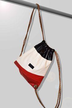 Fix-Bag by Maison Mow F/W 16 #maisonmow #mowmaison #bag #leather #white #lace #red #fashion #handmade #craft #design #mode #style #capsule #blogger #streetstyle #lookbook #artisan #artisanal #handcrafted #love #photographie #strong #袋 #提包 #가방 #мешок #дизайн #мода  #tasche #ремесленник #ручной #мужская #одежда #женской #стиль #смотреть #バグ #手作り #レザー #ヘビ #パイソン #設計 #ファッション #ストリートスタイル #イタリア #ワークショップ #工芸 #costal #artesanías #cuero