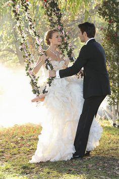 revenge: emily vancamp as emily thorne Emily Vancamp, Serie Revenge, Revenge Tv Show, Revenge Cast, Wedding Swing, Summer Wedding, Dream Wedding, Garden Wedding, Wedding Images