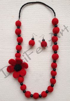 Felted jewelry Felt Bracelet, Felt Necklace, Diy Necklace, Fabric Beads, Felt Fabric, Fabric Jewelry, Beaded Jewelry Patterns, Handmade Jewelry Designs, Felted Wool Crafts