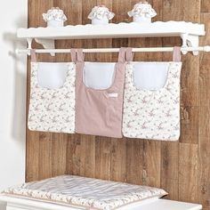 Quarto para Bebê Charlotte Floral Rosê | Grão de Gente Baby Bedroom Furniture, Fabric Storage Boxes, Kit Bebe, Baby Sewing Projects, Baby Decor, Kids And Parenting, Girl Room, Baby Love, Baby Kids