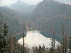 Der Alatsee liegt 6 km westlich von Füssen in Bayern im Ostallgäu, ca. 80 Meter zur Grenze nach Österreich. Gerüchten nach, wurden gegen Ende des 2. Weltkrieges Goldschätze der Deutschen Reichsbank, die vorher auf dem Schloss Neuschwanstein gelagert wurden, auf dem Grund des Alatsees versenkt. Laut einheimischer Bevölkerung ist es möglich, durch Erdspalten in der Umgebung des Sees bis nach Österreich zu gelangen
