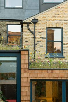 Etch House is a traditional two storey terraced house, the project looks to achieve a non-typical loft extension and side infill extension. Glass Extension, Roof Extension, Extension Ideas, Side Return Extension, Terraced House, Victorian Terrace House, Victorian Homes, Isolation Facade, Living Roofs